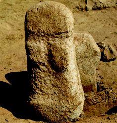 première figurine humaine complète , trouvée à Chypre,  à Ayia Varvara-Asprokremnos,  8800-8600 av.