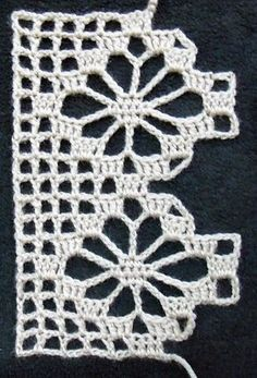 """Spider - Ravelry: Baccaro Lace pattern by A. """"Spider - Ravelry: Baccaro Lace pattern by A."""", single spider motif between"""", """"This stitch can be m Crochet Boarders, Crochet Edging Patterns, Crochet Lace Edging, Crochet Squares, Thread Crochet, Crochet Trim, Love Crochet, Crochet Doilies, Crochet Flowers"""