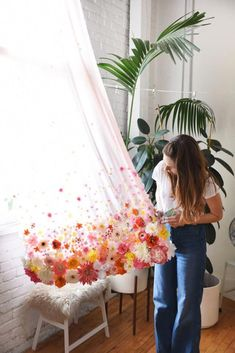 DIY floral curtains - - These floral room decor ideas are going to be perfet for bringing out the most of your bedroom! Here are some of our favorites! Floral Curtains, Diy Curtains, Window Curtains, Bohemian Curtains, Blinds Diy, Homemade Curtains, Beige Curtains, Luxury Curtains, Short Curtains
