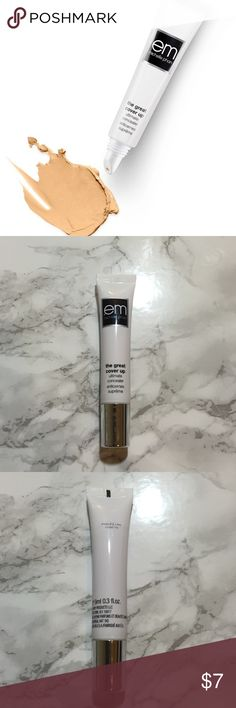 The Great Cover Up em Michelle Phan The Great Cover Up Ultimate Concealer in medium warm. Highly pigmented yet lightweight concealer so it blends easily and doesn't cake. Never used, perfect condition! Makeup Concealer