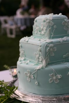 Pretty design, probably would want all round or all square, not both, looks weird. Might be cute as a white cake with ocean blue flowers. Square Wedding Cakes, White Wedding Cakes, Wedding Cake Designs, Blue Wedding, Fondant Cakes, Cupcake Cakes, Cupcakes, Gorgeous Cakes, Pretty Cakes