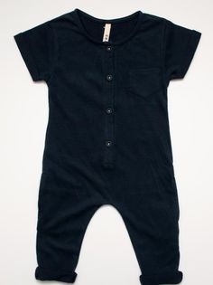 Gray Label onesie: diy inspiration, nur nicht in schwarz. Little Boy Fashion, Baby Boy Fashion, Kids Fashion, Suit Fashion, Fashion Black, Fashion Clothes, Baby Outfits, Kids Outfits, Toddler Boys