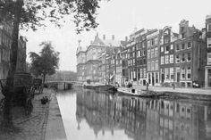 Nieuwezijds Voorburgwal Amsterdam ongedempt, 1883.