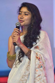 Sai Pallavi In Transparent White Saree At Telugu Pre-Release Event - Tollywood Boost Hot Images Of Actress, Indian Actress Photos, Indian Film Actress, South Indian Actress, Beautiful Indian Actress, Indian Actresses, Sai Pallavi Hd Images, Karla Deras, Indian Heroine Photo