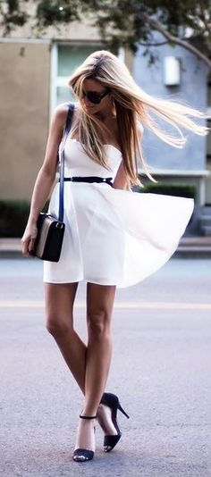 BEAUTIFUL FASHION STYLES (Of course the long legs and long blonde hair add volumes to the dress.)