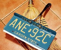DIY License Plate to Dustpan