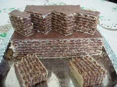 Prajitura no bake with foil Napoli Taneytown and chocolate bucataras. Romanian Desserts, Romanian Food, Chocolate Wafers, Chocolate Cookies, Food Cakes, Cupcake Cakes, Sweets Recipes, Cake Recipes, Delicious Desserts