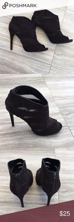 Nine West High Heels! Super cute heels in great condition. The heel is 5 inches.  #214 Nine West Shoes Heels