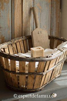 © Esprit de Famille I brocante en ligne I déco vintage industrielle  www.espritdefamille.co  Ancienne panière  €39.00, brocante, objets déco brocante, déco vintage industrielle, Europe shipping