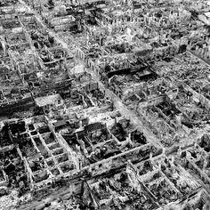 To zdjęcie całkowicie zniszczonej stolicy zrobione zostało w maju 1945 w Południowo-Wschodniej Azji. Jakie to miasto? Manila.  Trwające miesiąc walki o Manilę były najbardziej zaciętą bitwą miejską na froncie pacyficznym. W efekcie walk Manila stała się drugą najbardziej zniszczoną stolicą podczas drugiej wojny światowej (po Warszawie).