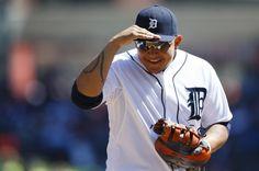Miguel Cabrera hits 2 HR, Detroit Tigers dominate