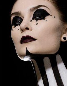 A vrai dire, le déguisement et le maquillage de Halloween sont souvent peu esthétiques. Leur idée est d'effrayer. Peut-on être beau à la fête des potirons ?