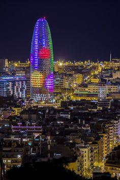 Torre Agbar en Navidad | Barcelona (Catalunya - Catalonia)