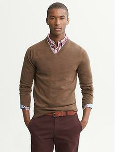 Extra-Fine Merino Wool Vee in Soil Brown Vneck Outfit, Gentlemen Wear, Casual Wear For Men, Outdoor Wear, Business Casual Outfits, Outfit Combinations, Mens Clothing Styles, Sexy Men, Men Sweater