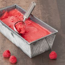 What if you made your own ice cream for this summer? Raspberry ice cream without sorbetiere on Recet Raspberry Sherbet, Raspberry Ice Cream, My Recipes, Mexican Food Recipes, Sweet Recipes, Desserts To Make, Ice Cream Maker, Love Food, Food And Drink