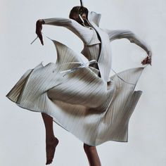 Issey Miyake / ph: David Sims for V Magazine, 2007