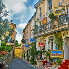 Shopping Street at Mougins, Alpes-Maritimes. Beautiful Places To Visit, Oh The Places You'll Go, Wonderful Places, Places To Travel, France 3, Visit France, South Of France, Juan Les Pins, Haute Provence