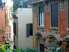 Piazza Mignalli, Rome. Photo by hhj1, via Flickr