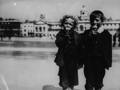London kids chowing some cones in 1914.   14 Ridiculously Adorable Vintage Pics Of Kids With Ice Cream
