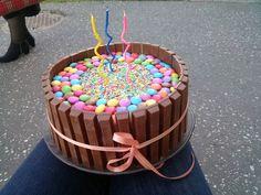 simple kit-kat cake, I love the colours