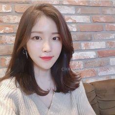 빌드펌 Korean Medium Hair, Korean Hair Color, Korean Short Hair, Medium Hair Cuts, Medium Hair Styles, Long Hair Styles, Side Bangs Hairstyles, Hairstyles Haircuts, Trendy Hairstyles