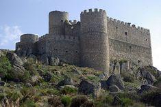 CASTLES OF SPAIN - Castillo de Aunqueospese o Manqueospese (Ávila). Es un castillo situado en la provincia de Ávila, en Mironcillo, asomándose al Valle de Amblés.  La construcción del castillo fue iniciada en 1490 por Pedro Dávila, señor de Villafranca y capitán del duque de Alba, la construcción fue motivo de pleito, lo que obligó a paralizar las obras, de tal manera que no pudo ser terminado hasta 1504, por Esteban Dávila, hijo del anterior.