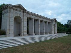 Cimetière britannique de Bayeux. Monument aux morts du débarquement de Normandie.