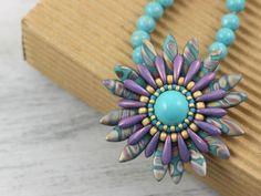 Margaretta – wisior z koralikami Dagger – tutorial Necklace Tutorial, Art Tips, Beaded Jewelry, Jewellery, Turquoise Bracelet, Artisan, Pendant Necklace, Beads, Stone