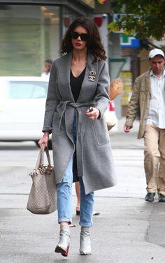 Cristina ICH Beautiful Women, Singer, Actresses, Coat, Model, Jackets, Outfits, Inspiration, Fashion