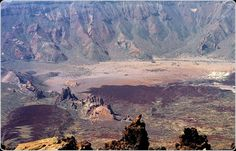 LAS CAÑADAS - TENERIFE At the summit of Mount Teide, one of the largest Island volcanoes in the World is the Las Cañadas caldera. The crater, which is an enourmous sixteen kilometres across, is a picture of what Hell might look like if it cooled a little. The Places Youll Go, Great Places, Places To See, Beautiful Places, Amazing Places, Tenerife, Strange Places, Strange Things, Mysteries Of The World