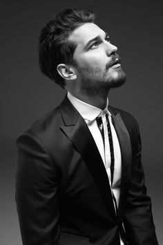 Çağatay Ulusoy on GQ Turkiye Magazine January Turkish Men, Turkish Beauty, Turkish Actors, Mens Hairstyles 2016, Hairstyles Haircuts, Hair Styles 2016, Short Hair Styles, Feriha Y Emir, Scruffy Men