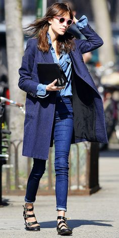 denim on denim is awesome. the key is to have different washes. Alexa Chung looking awesome in a denim on denim on denim look. Denim On Denim, Denim Look, Denim Shirt, Blank Denim, Denim Blouse, Alexa Chung Style, Denim Fashion, Look Fashion, Street Fashion