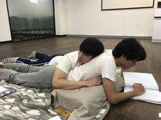 TharnType the series 👬❤ Gulf Kanawut & Mew Suppasit Couple Ulzzang, Korean Boys Ulzzang, Ulzzang Boy, Kpop Couples, Cute Gay Couples, K Pop, K Drama, Gay Aesthetic, Korean Couple
