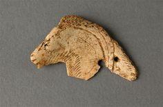 #objetdujour tête de bouquetin de la #grotte d'Isturitz, os gravé #paléolithique (14000-13000avJC)  ©RMN/Beck-Coppola