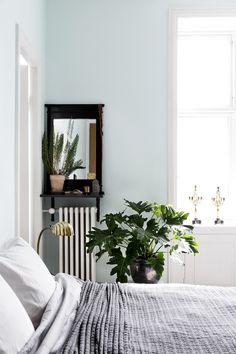 MEILLÄ KOTONA SUOSITTELEE Väriä makuuhuoneen seiniin