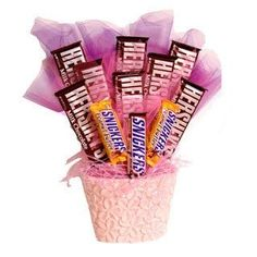 What better gift for a Sweet 16 than a Sweet Bouquet! We have all seen the beautiful edible arrangements that you can buy (or make those on your own too – I have done that too and actually … Valentines Day Baskets, Valentine Gifts, Candy Bar Bouquet, Food Bouquet, Snickers Candy, Candy Arrangements, Candy Trees, Valentine's Day Gift Baskets, Sweet 16 Gifts