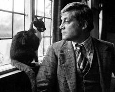 Oliver Reed and friend. I love the looks on their faces! I Love Cats, Cool Cats, Celebrities With Cats, Men With Cats, Son Chat, Oliver Reed, Ernest Hemingway, Cat People, Cat Photography