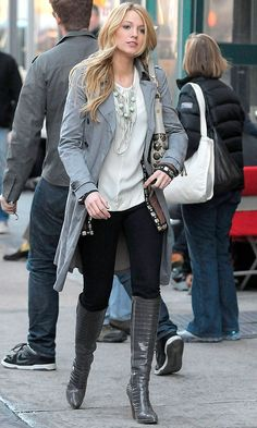 Gossip Girl: Fabulous Fashion Moments Blake Lively As Serena Van Der Woodsen Walking The Streets of New York, 2008 Gotta love S Gossip Girls, Mode Gossip Girl, Estilo Gossip Girl, Gossip Girl Outfits, Gossip Girl Fashion, Gossip Girl Style, Blake Lively Outfits, Blake Lively Style Casual, Blake Lively Fashion