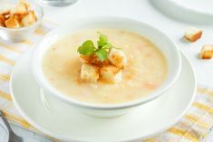 Homemade vegetable cheese soup with croutons - healthy diet vegetarian fresh organic cream soup meal food Wisconsin Cheese Soups, Beer Cheese Soups, Easy Healthy Dinners, Healthy Dinner Recipes, Soup Recipes, White Cheese Sauce, Sunday Roast Chicken Dinner, Pinterest Recipes, Recipe Using