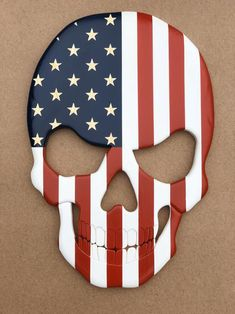 Wood American flag skull (Home Decor), Carved in stars with cut out teeth, American Flag design grea Skull Design, Flag Design, Ghost Rider Drawing, Skull Furniture, Skull Flag, American Flag Wood, Wood Burning Patterns, Pallet Art, Wood Creations