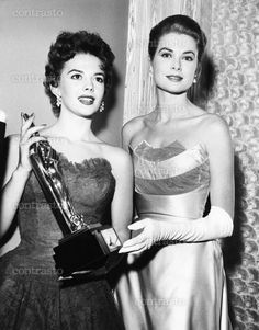From left: Natalie Wood holding the Audience Awards trophy presented by Grace Kelly to James Dean as best actor in EAST OF EDEN, 1956 Golden Age Of Hollywood, Classic Hollywood, Old Hollywood, Princess Grace Kelly, My Princess, Julie Andrews, Actrices Hollywood, Natalie Wood, Rita Hayworth
