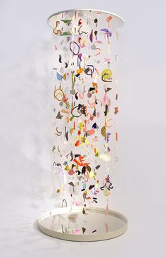 Suspended Confetti A collaborative project by CHIAOZZA x Studio Proba Mixed media installation 4 x 4 x 2016 Suspended Confetti is a hanging sculptural 'infinity-column' created by Terri Chiao and Adam Frezza of CHIAOZZA in colla. Mobile Sculpture, Sculpture Art, Abstract Sculpture, Mobiles Art, Instalation Art, Arte Sketchbook, Art Abstrait, Art Plastique, Teaching Art