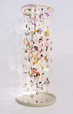 Suspended Confetti A collaborative project by CHIAOZZA x Studio Proba Mixed media installation 4 x 4 x 2016 Suspended Confetti is a hanging sculptural 'infinity-column' created by Terri Chiao and Adam Frezza of CHIAOZZA in colla. Mobile Sculpture, Sculpture Art, Mobiles Art, Instalation Art, Arte Sketchbook, Art Abstrait, Art Plastique, Teaching Art, Art Inspo