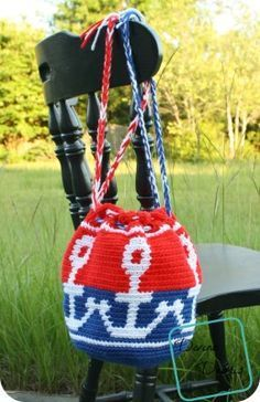 Connected Anchors Bag free crochet pattern by DivineDebris.com