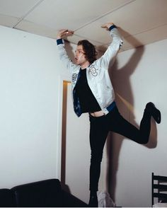 Lucas, what are you doing!?!?!?? >>> being a  beautifully majestic ballerina