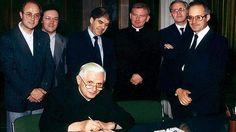 Firmando el Libro de Honor de la Universidad Pontificia de Salamanca