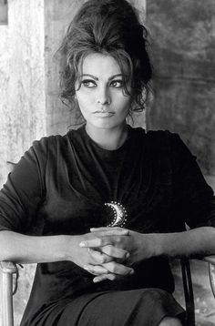 Sophia Loren on the set of The Fall of the Roman Empire directed by Anthony Mann, 1964 Divas, Colleen Camp, Angela Jones, Italian Actress, Italian Beauty, Christina Ricci, Catherine Deneuve, Brigitte Bardot, Famous Faces