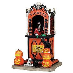 Make 2018 a year to remember with the latest Lemax holiday village collectables. Start a family Christmas tradition with Lemax Village Collection today! Halloween Town, Halloween Circus, Halloween Displays, Halloween Festival, Holidays Halloween, Halloween Decorations, Happy Halloween, Haunted Halloween, Halloween Gifts