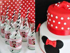 Bolo decorado da Minnie e garrafinhas temáticas para suco ou refrigerente