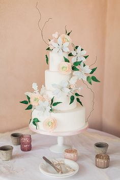 wedding cake ideas - photo by Jose & Teresa Photography http://ruffledblog.com/oldfield-plantation-wedding-inspiration